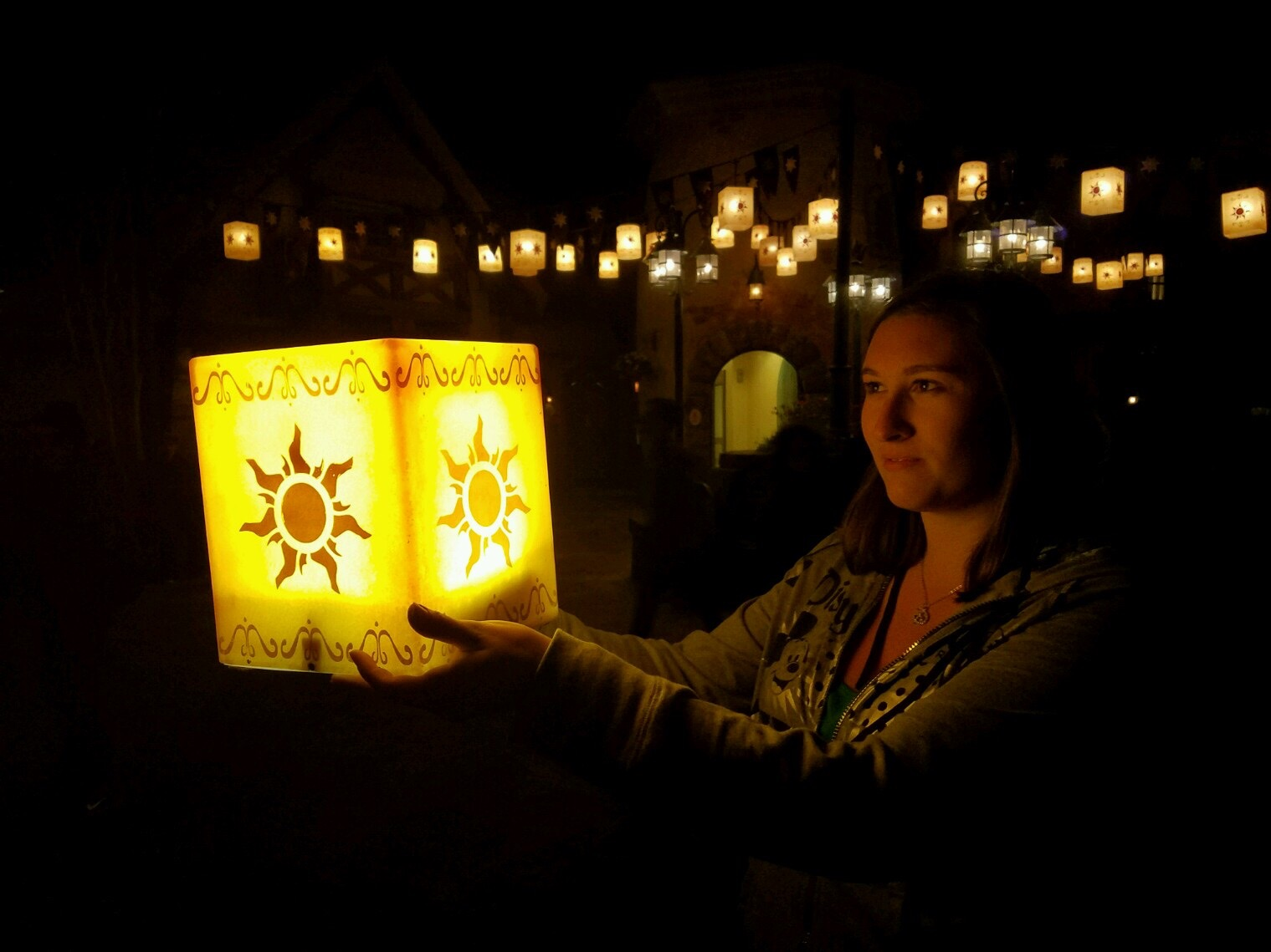 Tangled Lantern PhotoPass Opportunity in the Magic Kingdom | Walt Disney World