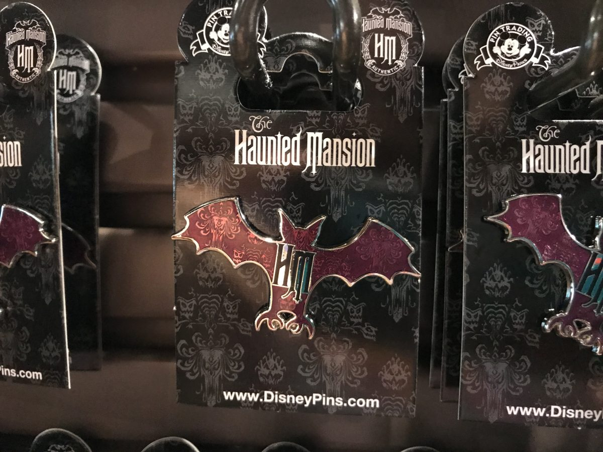 haunted-mansion-mometo-bat-pin