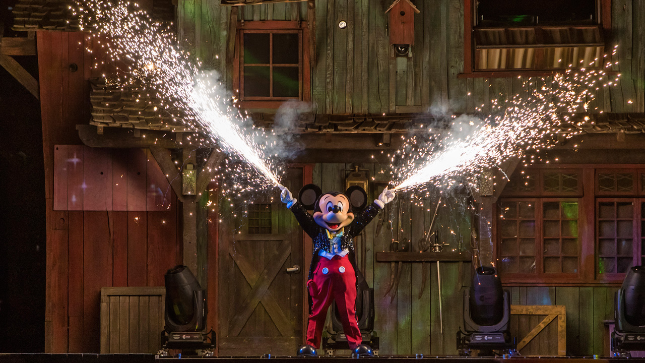 fantasmic-disneyparkslive-stream-disneyland