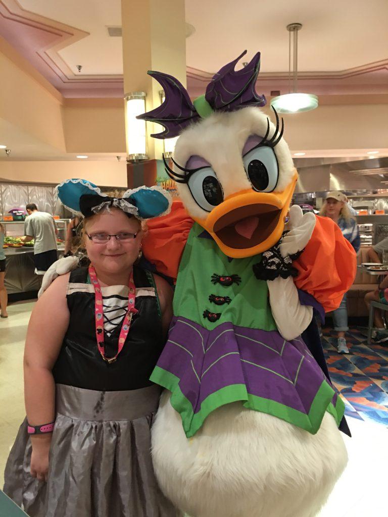Minnie's-Halloween-Dine-Daisy-Duck-Hollywood-Studios-Disney