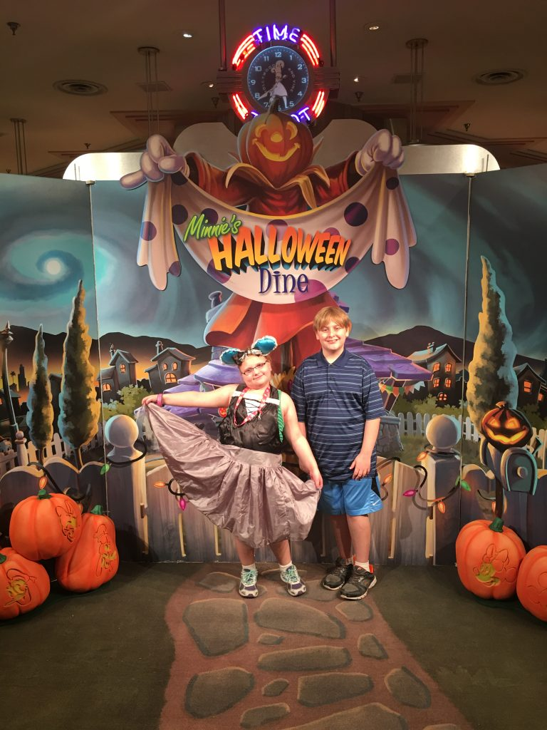 Minnie's-Halloween-and-Dine-Disney-Hollywood-Studios