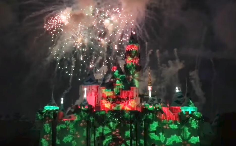 Disneyland-Christmas-Fireworks